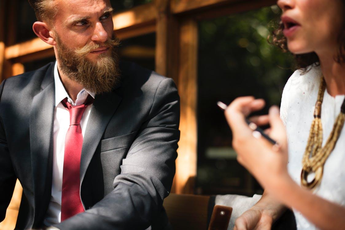 Luisteren – 28 tips om je luistervaardigheden te optimaliseren [Lijst]