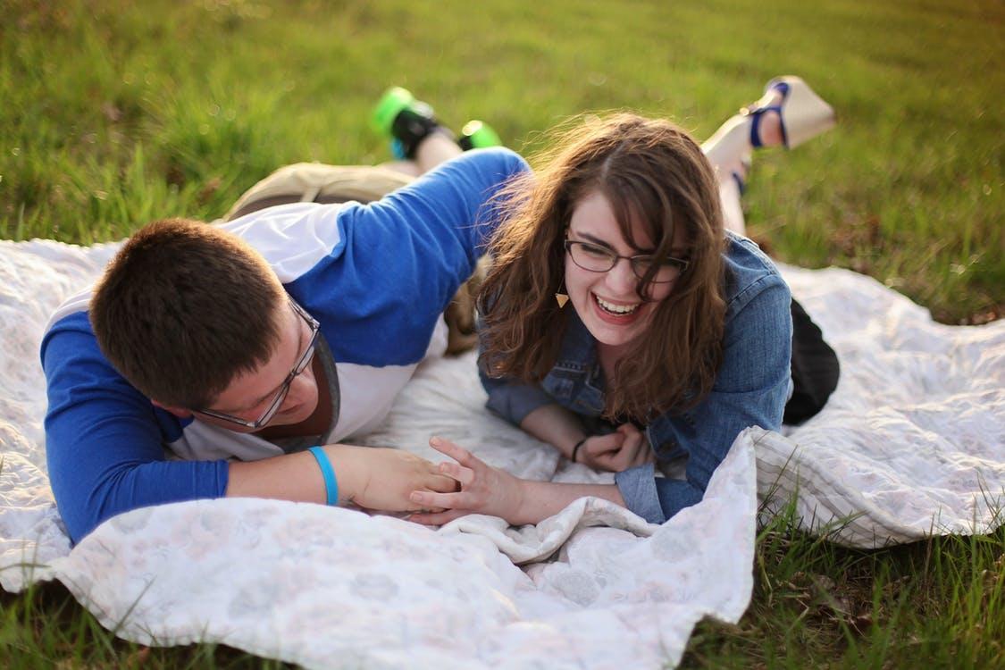 actieve dating ideeГ«n Cyrano dating agentschap pelicula sub EspaГ±ol online