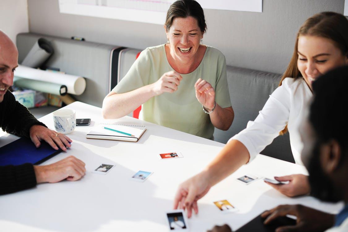 100 Energizers: Beste voorbeelden [Groepen, klassen & teambuilding]