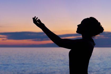 dynamische meditatie oefeningen