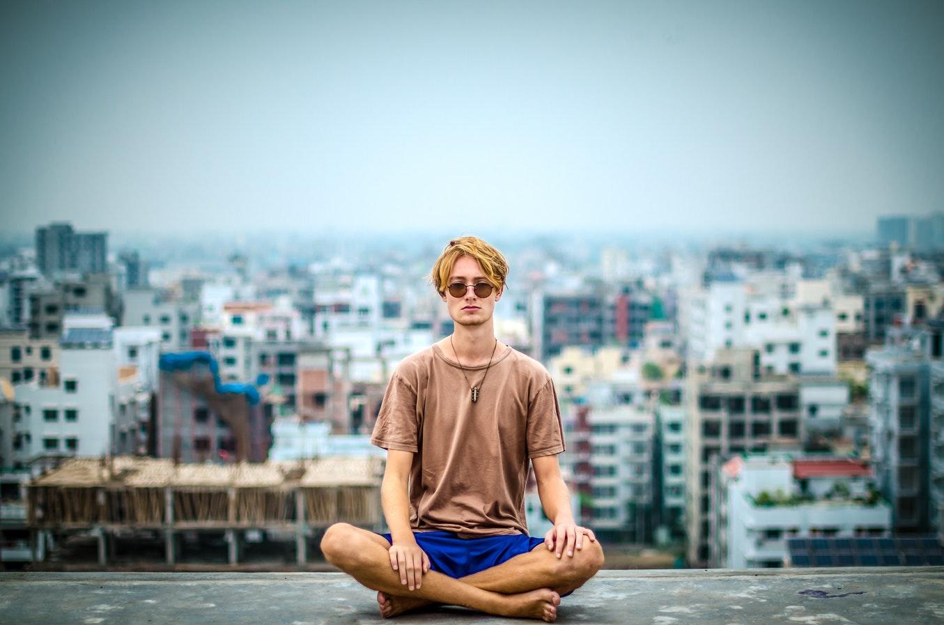 Transcendent mediteren zelf leren? Zo gaat de techniek [Oefening]