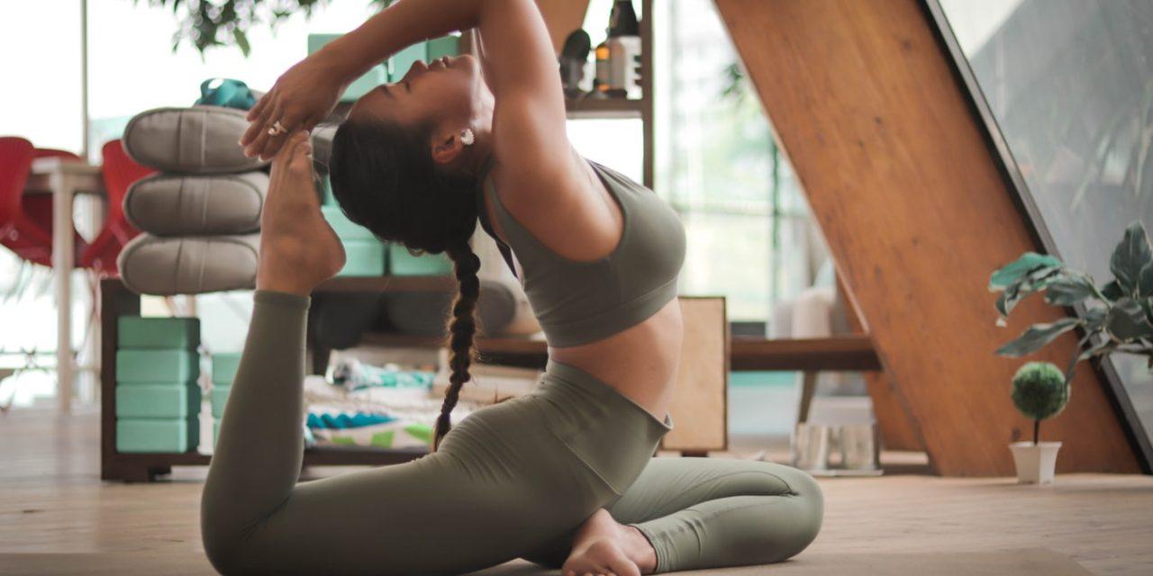 Waar kun je online yoga-lessen volgen? [Beste online yoga-lessen/-training]