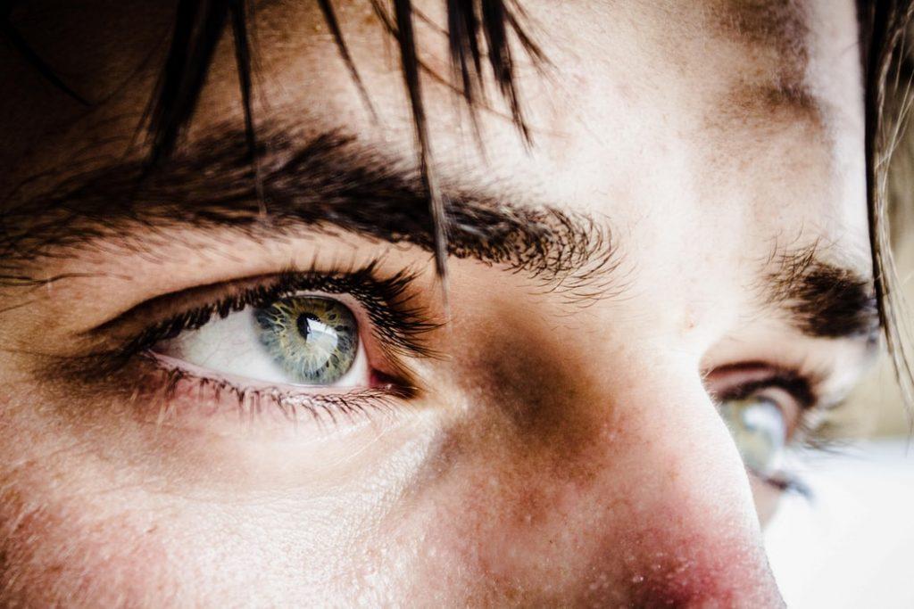 man oogcontact
