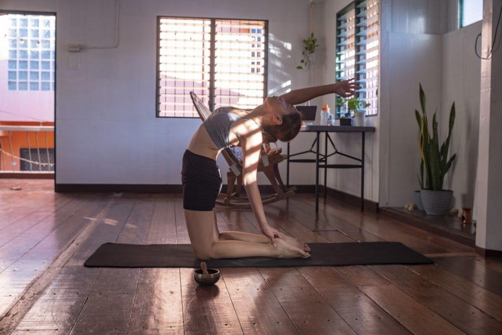 oefeningen yoga op het werk